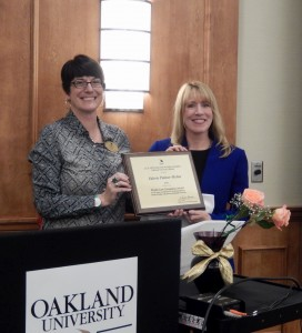 Dr. Valerie Palmer-Mehta receiving the award at OU